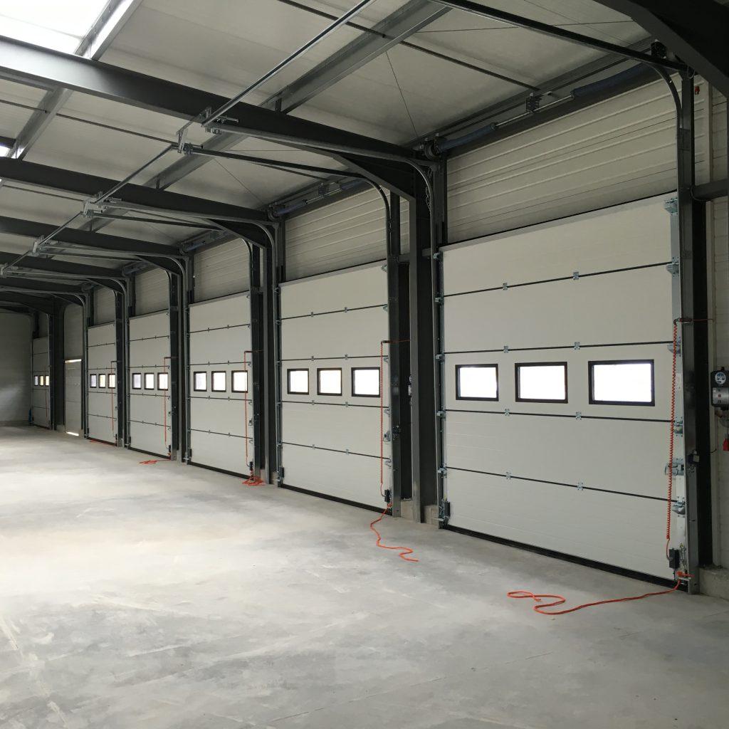 Portes sectionnelles hublots rectangulaires vue intérieure